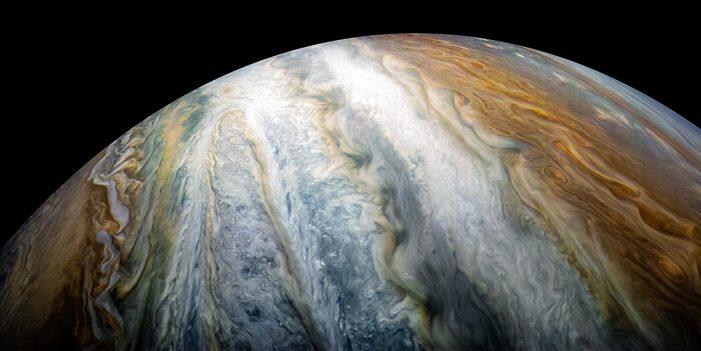 NASA capta coloridos cinturones de nubes en Júpiter