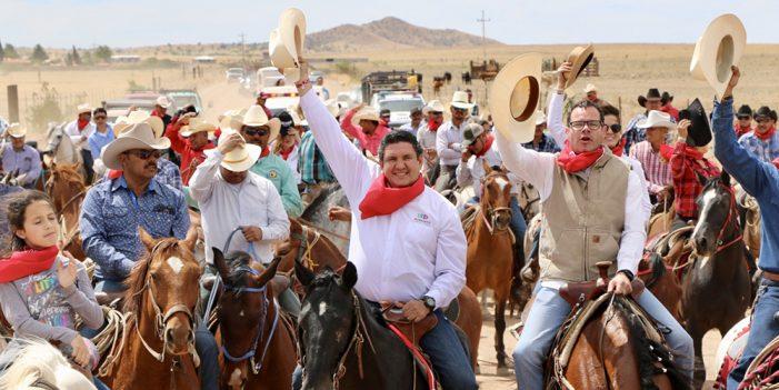 Humberto participa en cabalgata