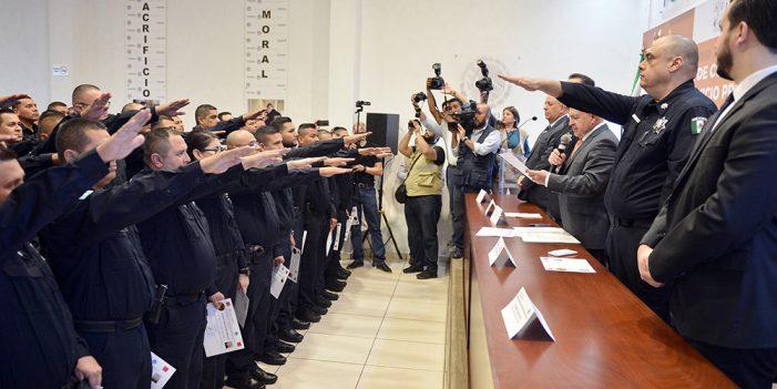 Entrega García Morales constancias de grados a oficiales de la PESP