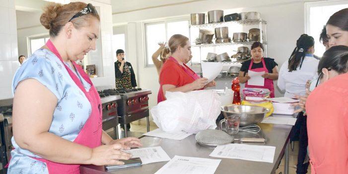 Realiza INM cursos de panadería y repostería