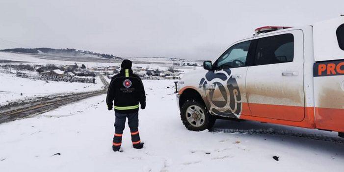 Rescatan 11 personas varadas por nevada