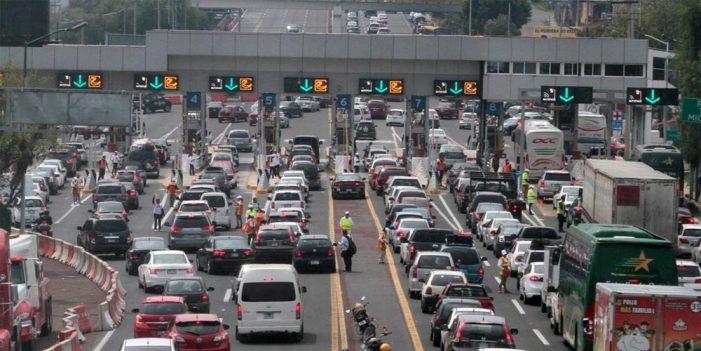 "Autopistas reciben ""carga"" de vacacionistas"