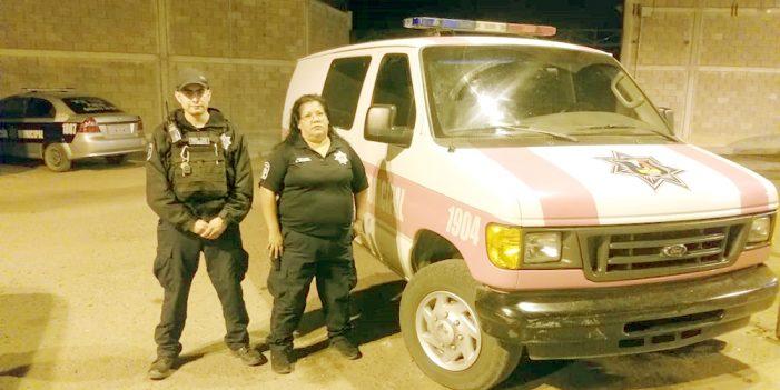 Rescatan a víctimas de incendio, agentes de Seguridad Pública