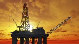 Gabinete saudí persuade a OPEP+ para reducir producción